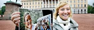 Nathalie Östergård savner ikke hjembyen Strängnäs, selv om Aftenposten har tatt med bilde av Lina Eklund og avgangsklasse Fö04 fra 2007, der seks av 24 elever dro rett fra skolen til Oslo for å jobbe. Selv er hun blitt i Norge. Også kjærligheten har hun funnet her - men han er fra Umeå. - Jeg har vel fem gode kompiser her, og alle er svenske. Ti om du regner med kjærestene deres, sier 21-åringen, som står ytterst til høyre på midterste klassebilderad.  Foto: JON HAUGE