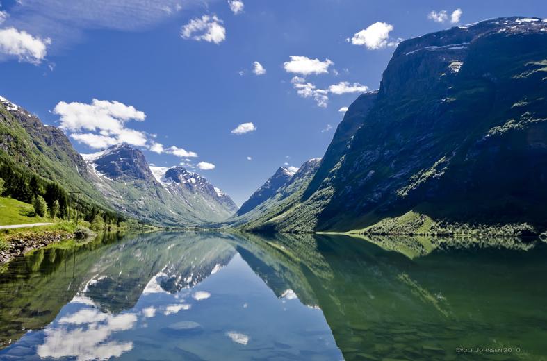 Söker du lediga jobb i Sverige, Danmark eller Norge? Metrojobb har lediga jobb, vare sig om du är ute efter ett heltidsjobb, sommarjobb eller en deltidstjänst finner du lediga jobb och arbeten hos Metrojobb.